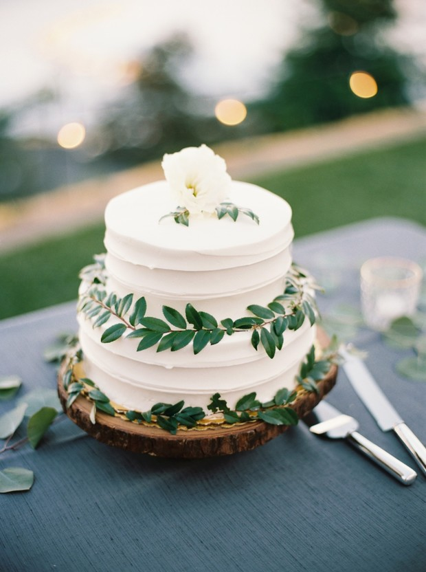 vine decorated wedding cake