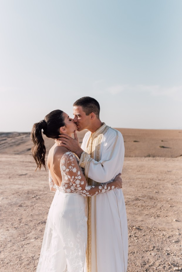 wedding kiss in Morocco