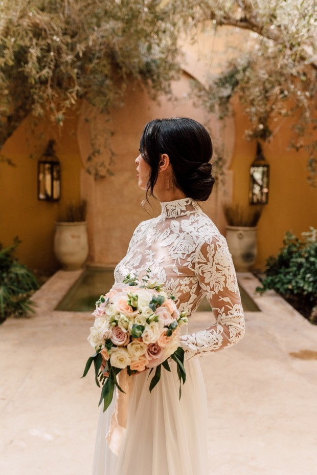 elegant and chic wedding look for the bride