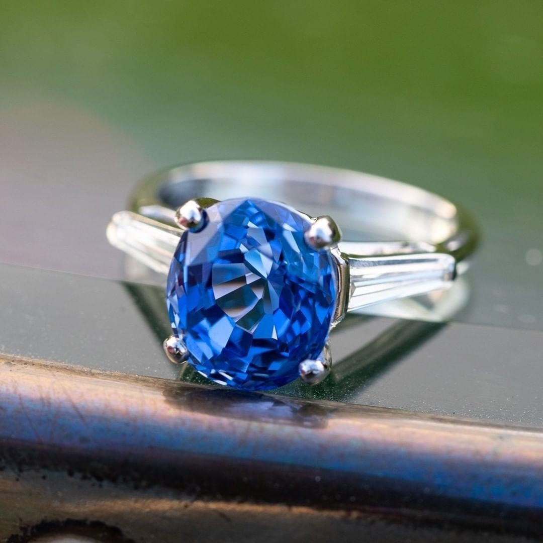 5 Carat Striking Blue Sapphire Ring. Sku WM11443.