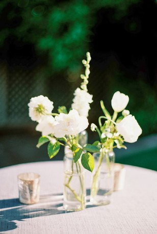white floral bud vase cocktail table decor