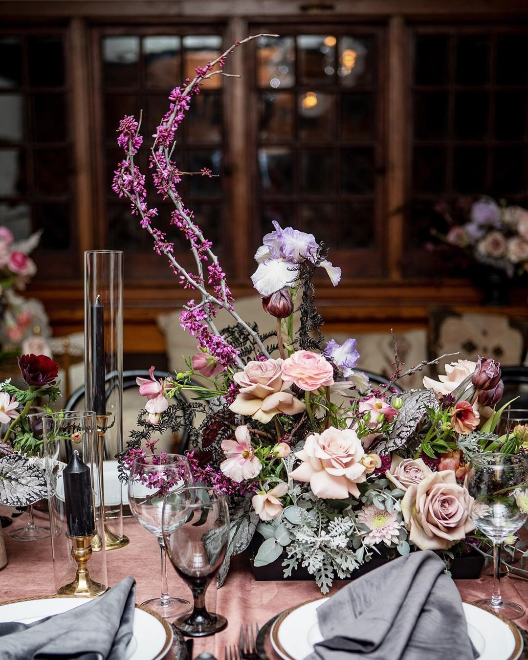 This year, Min's candlelit dinner celebrating her big 3-ohh had one of the dreamiest moon inspired floral centerpieces by