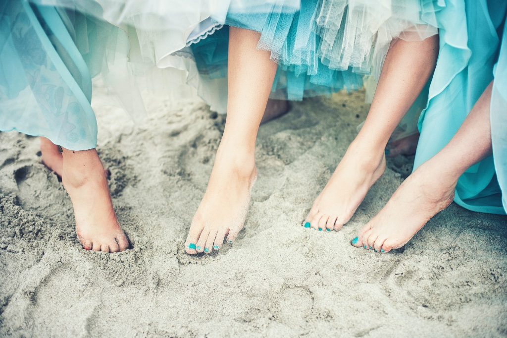 Toes in the sand. Thinking that the typical wedding is just not you? Too formal, stuffy or boring? Contact us with your Destination