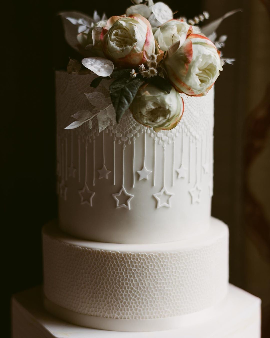 So many weddings this year are skipping on the wedding cake and doing something non-traditional instead. I'm a huge fan of a big