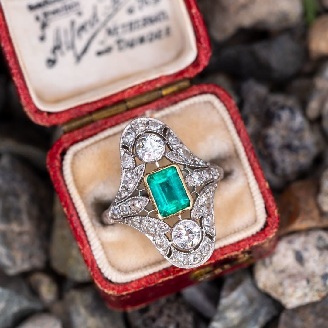 Antique Emerald & Diamond Filigree Ring. Sku AS15621.