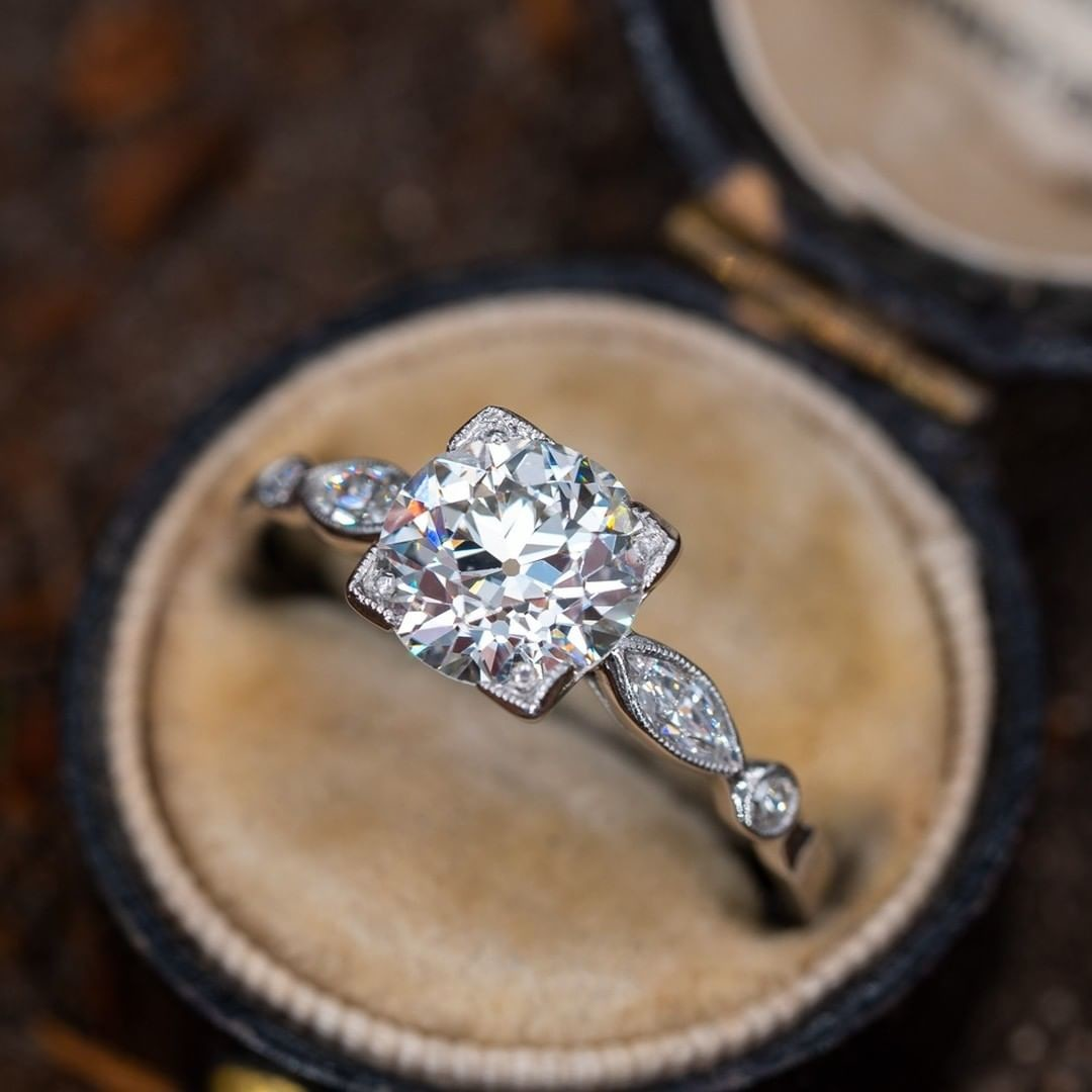 1930s Antique Engagement Ring Old Euro Diamond. Sku RR60140.