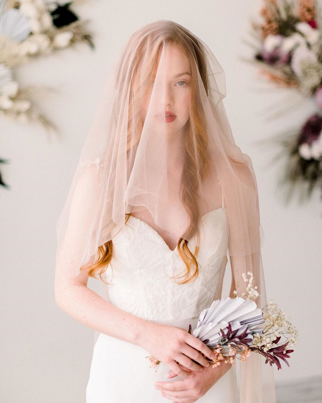👰🏼Our new soft tulle bridal veils are a hybrid between our illusion tulle and English net veils. This veil offers the slight
