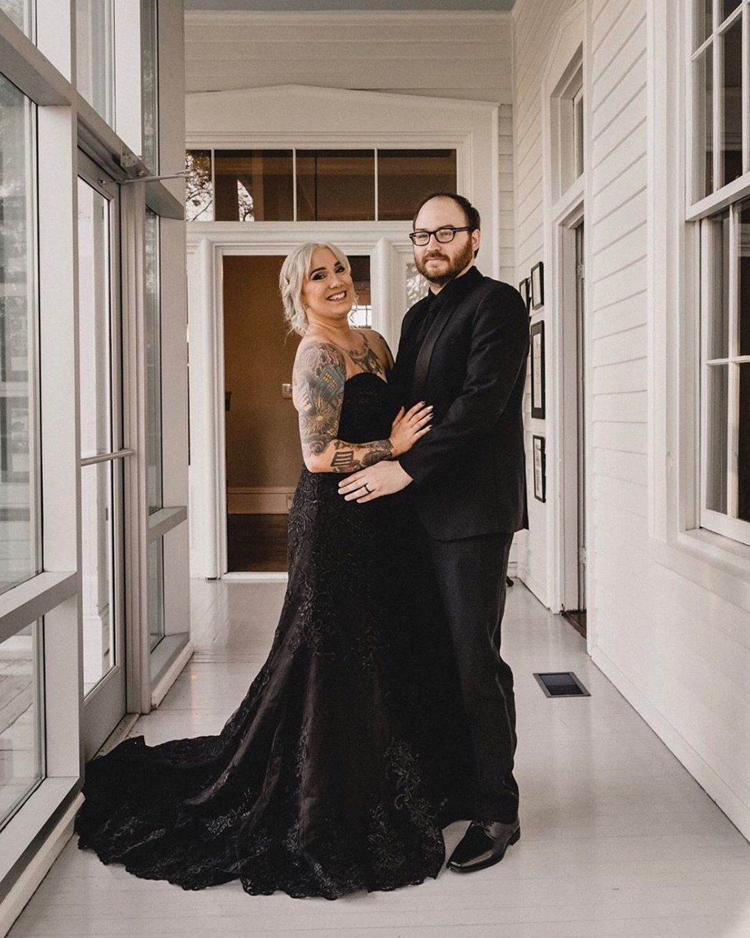 Your wedding style should be as unique as you. ✨ We are loving this all black look of our gorgeous bride Noelle! 😍 Would you