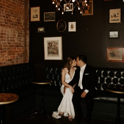 https://www.weddingchicks.com/blog/preview-of-how-to-have-a-dinner-party-wedding-in-new-york-l-17977-l-43.html