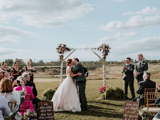 You Don't Have to Love Golf to Get Married Near the Green