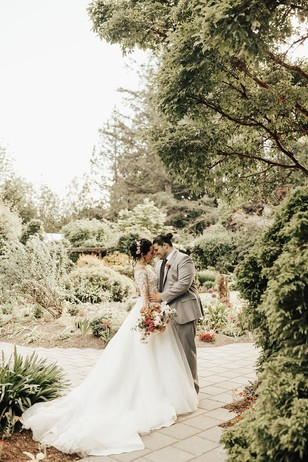 romantic garden wedding couple portraits