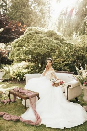 romantic wedding portrait ideas in a secret garden