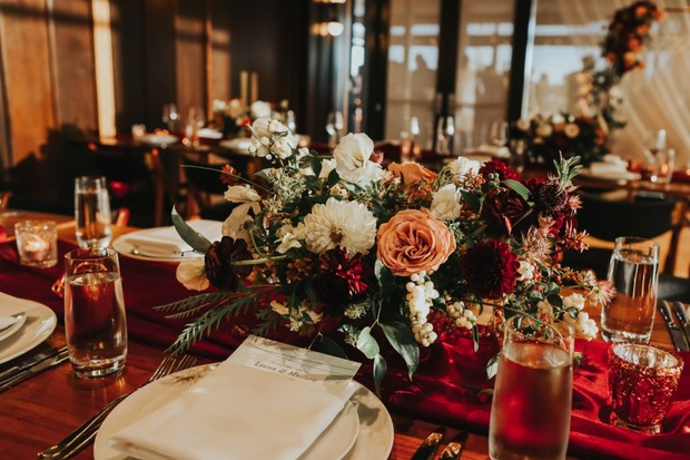 romantic red and gold wedding table decor