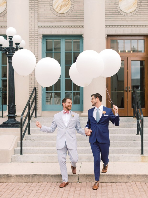 giant balloon wedding photo ideas