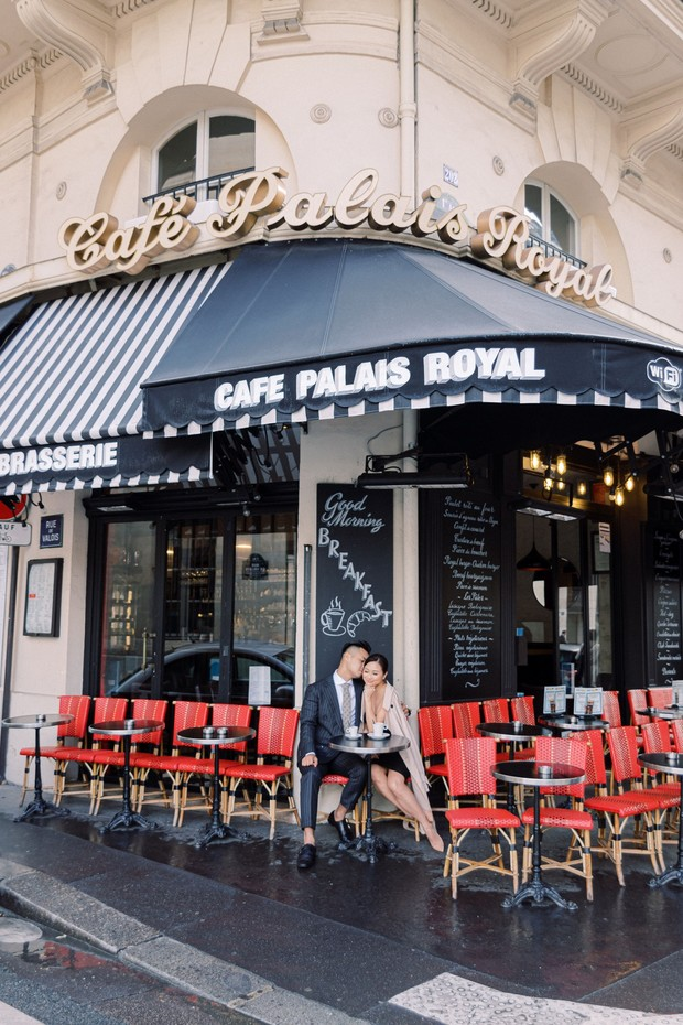 romantic engagement shoot in Paris
