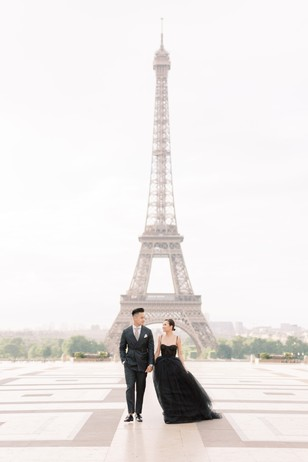 fashionable engagement shoot in Paris