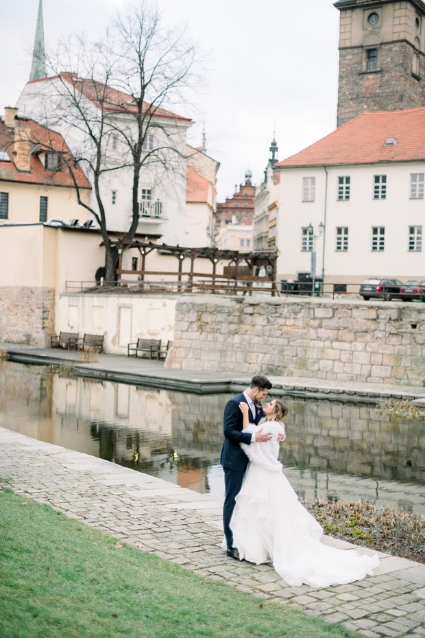 relaxed and chic winter wedding