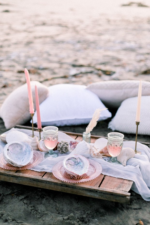 wedding table decor inspired by the ocean