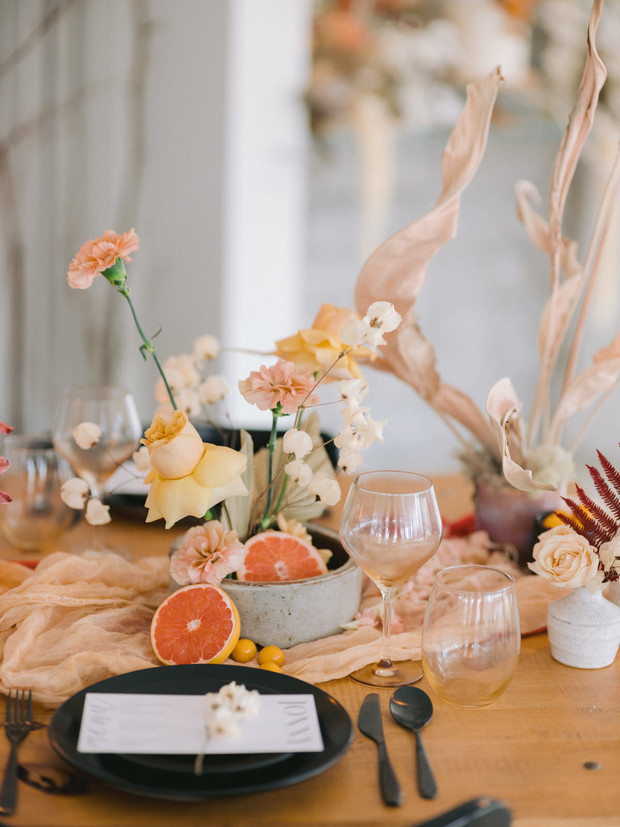 contrasting wedding table decor