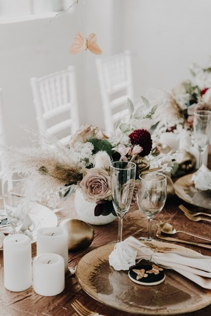 rose gold and neutral wedding table decor