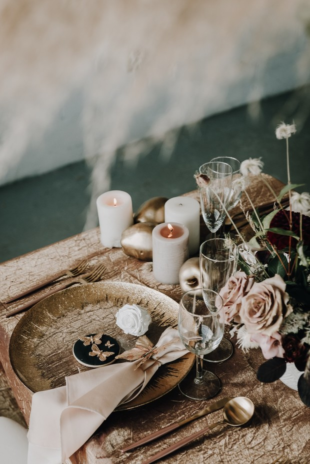 gold and neutral wedding table decor