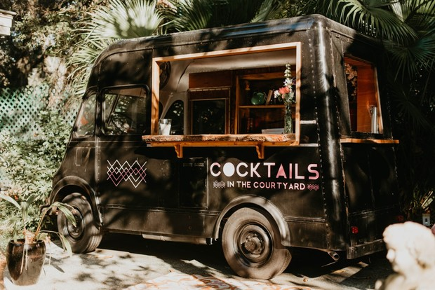 mobile cocktail bar for weddings