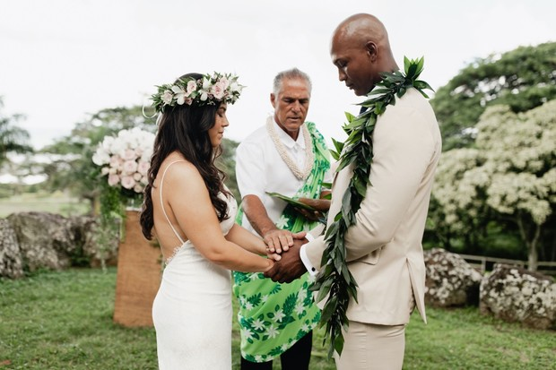 Hawaiian elopement on Oahu