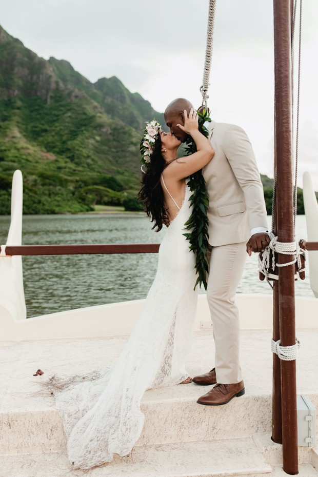 modern elopement on the island of Oahu