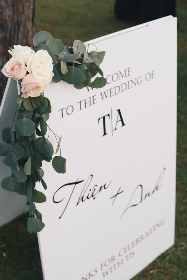welcome wedding sign with florals