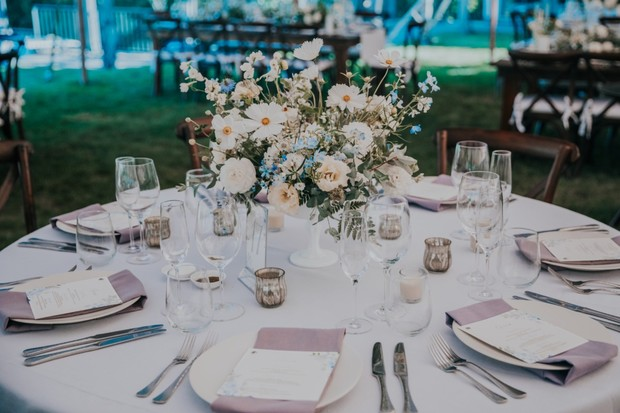 white and blue table decor ideas