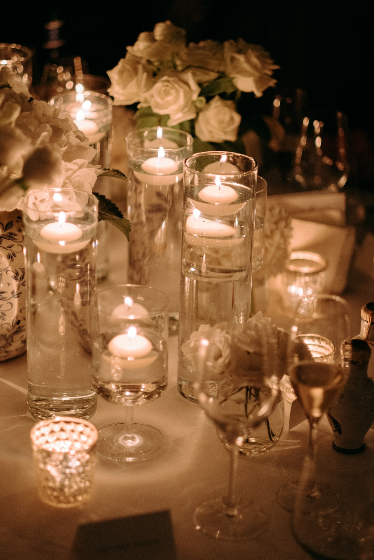 floating candles table decor
