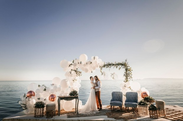 balloon arch at beachside wedding