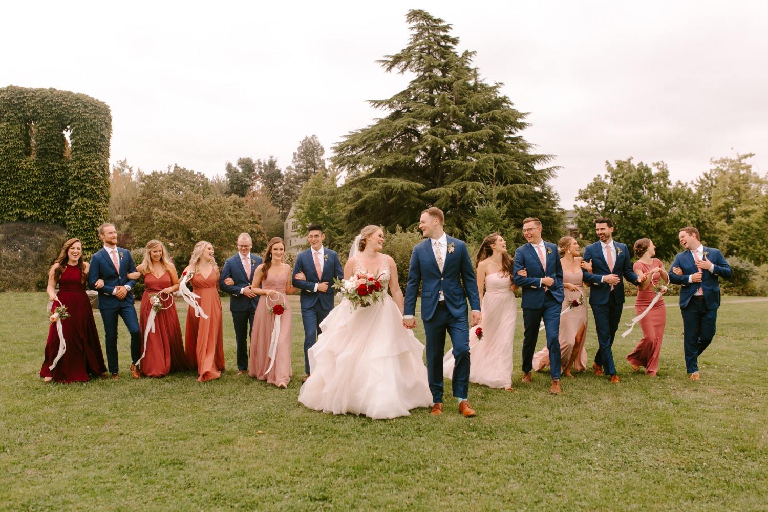 wedding party pose ideas