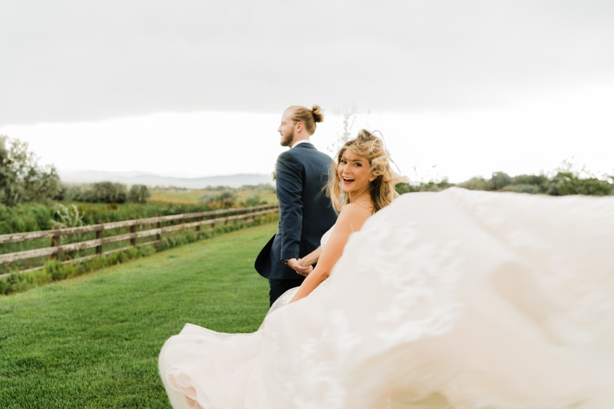How to Stop the Wind from Ruining Your Wedding