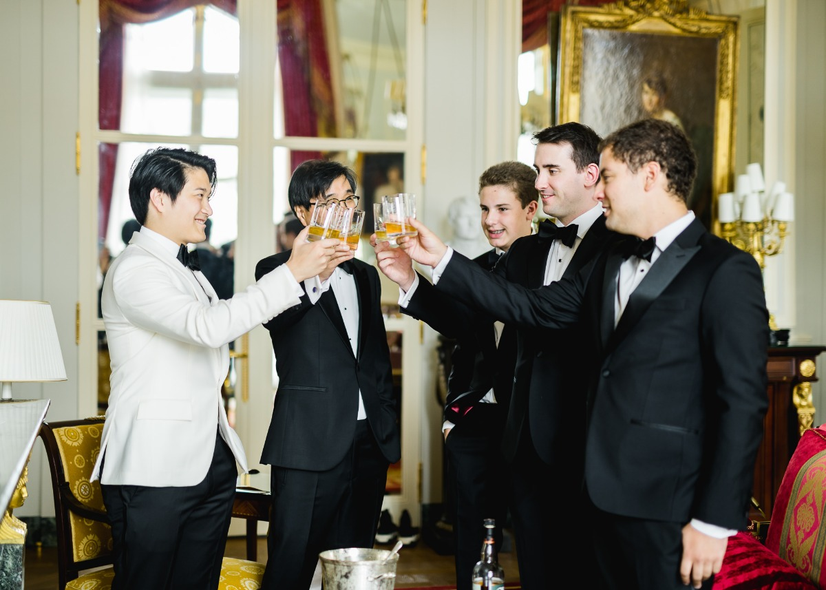 Groom and his men getting ready pose ideas