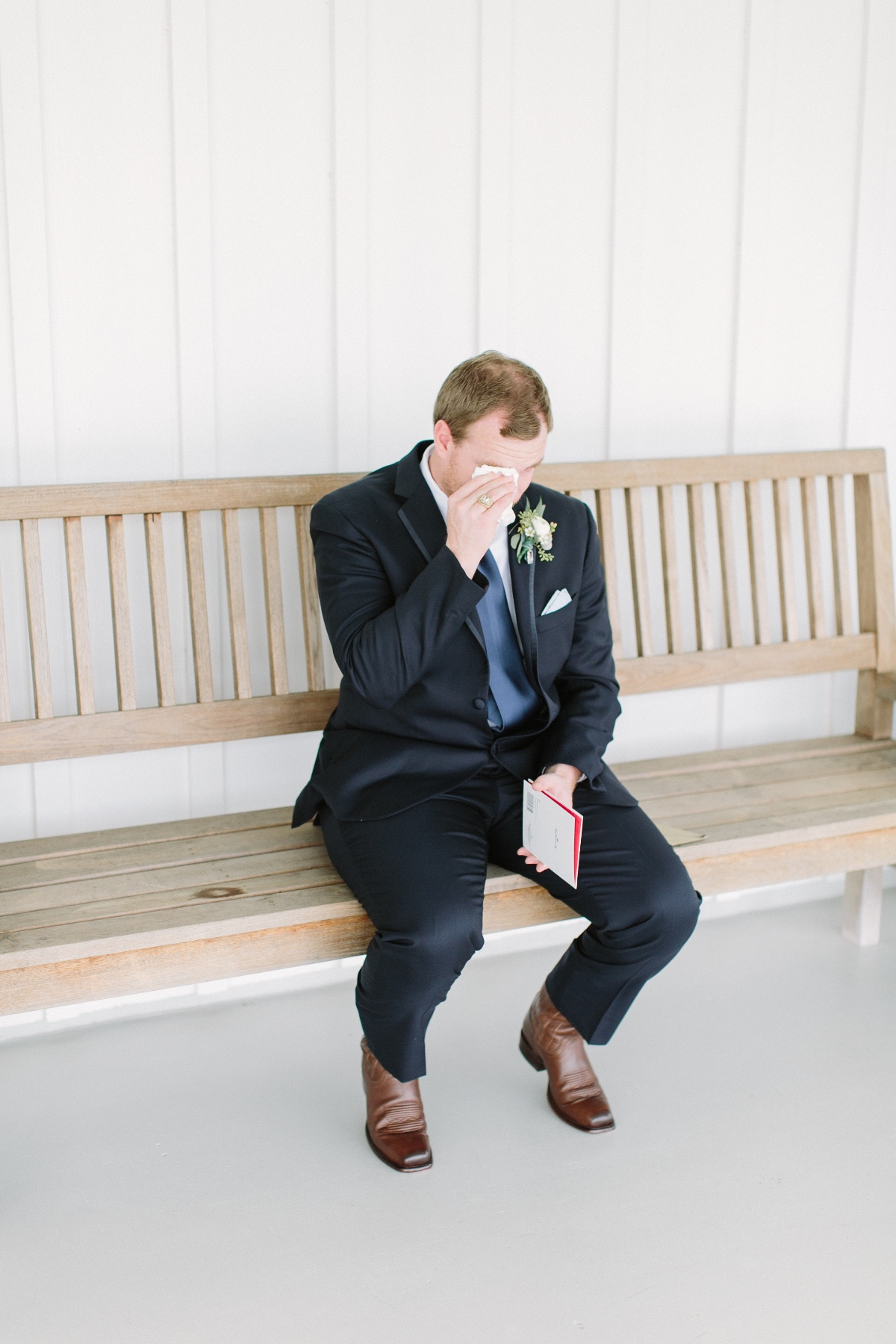 groom reading note from bride