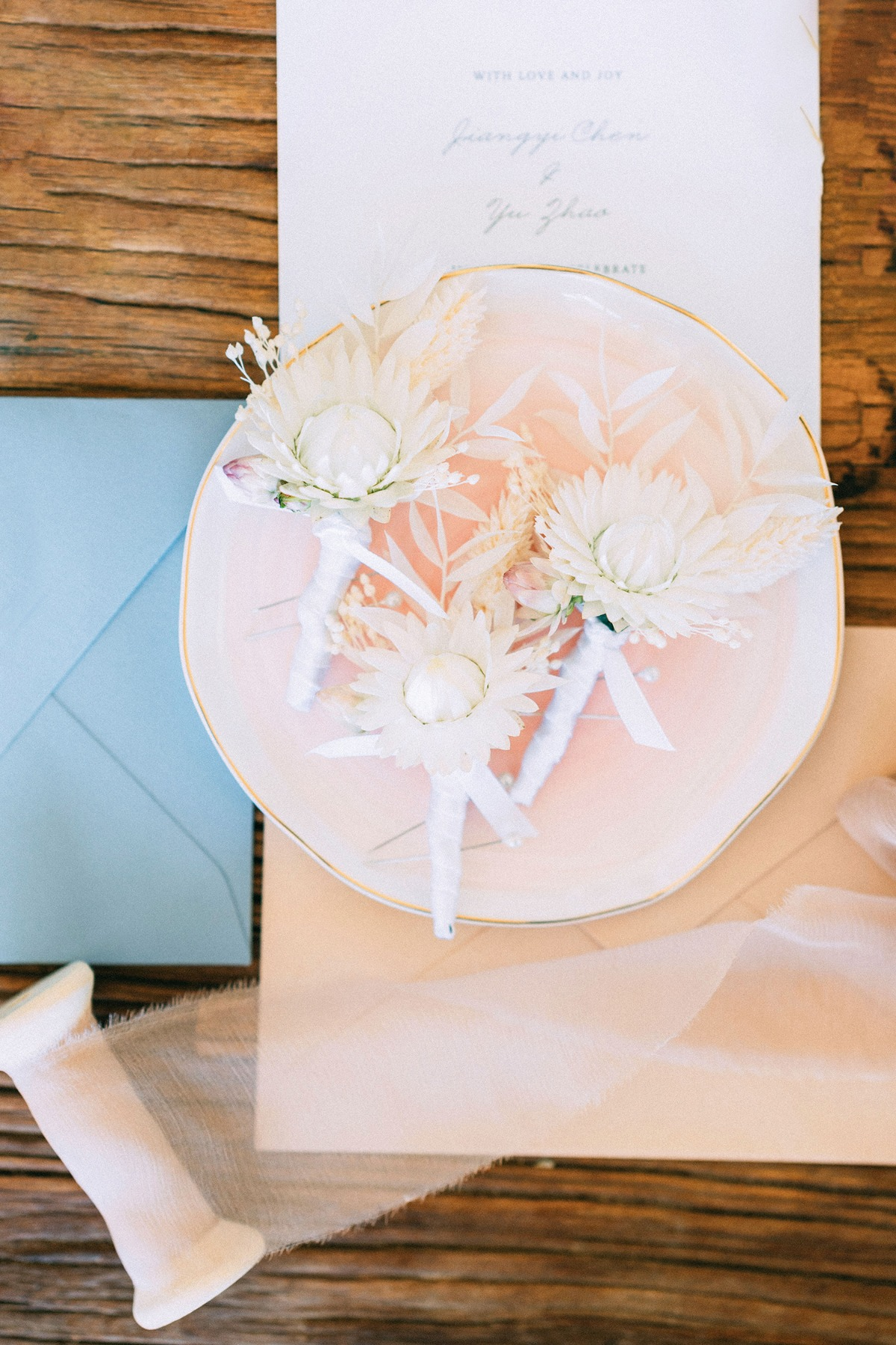 boutonniere used with dry florals