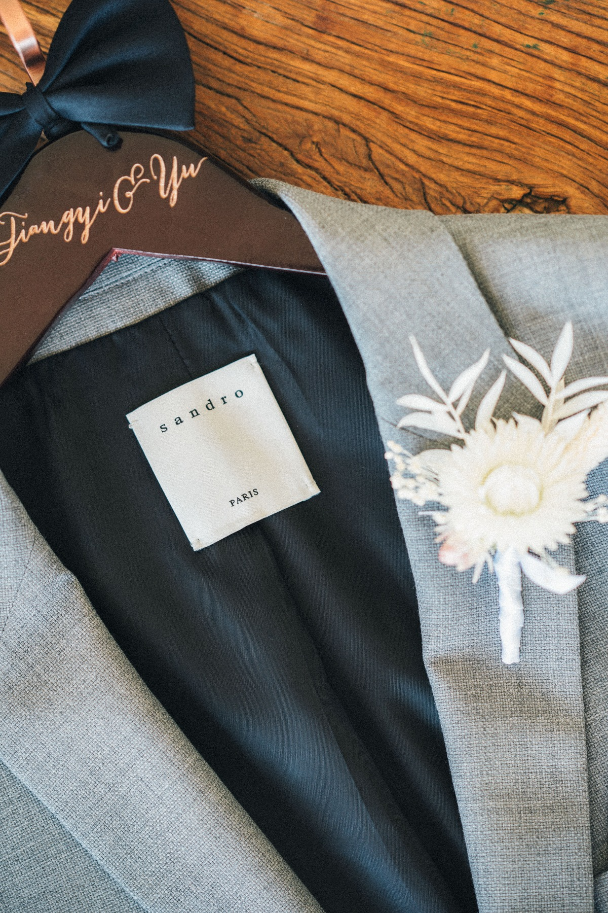 Sandro wedding text with customized hanger