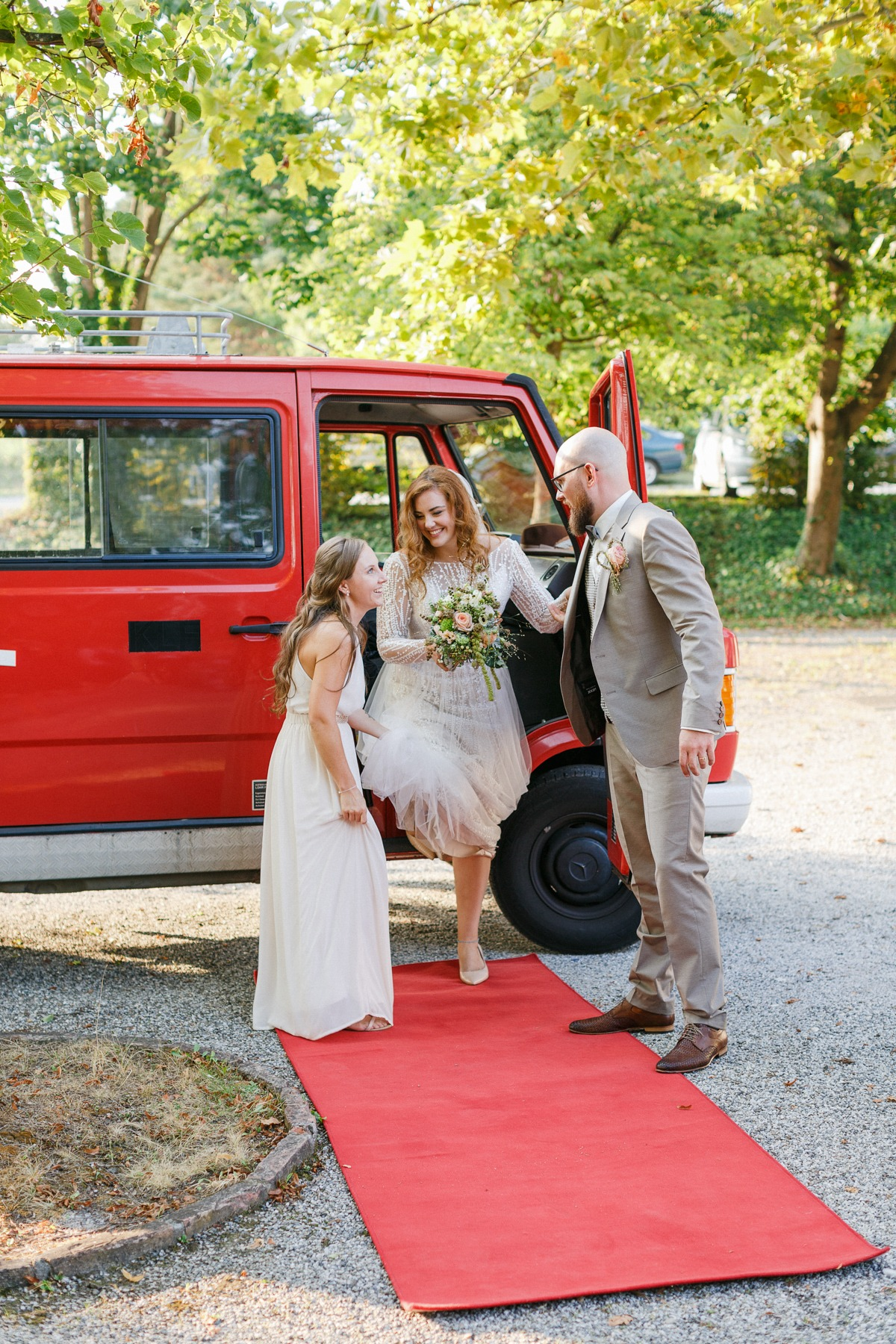 couple arrived in old fire engine