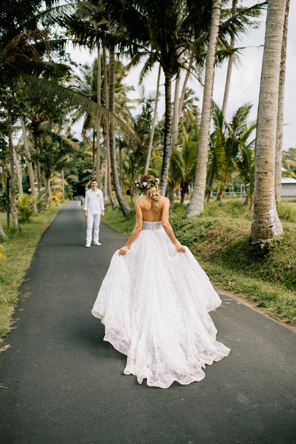 bride and groom pose ideas