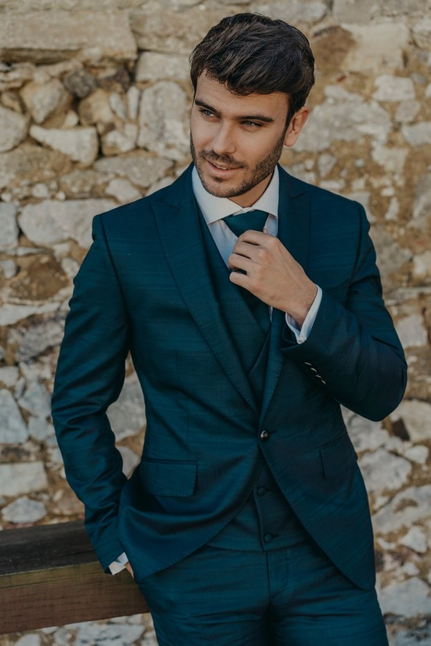 navy blue groom suit ideas