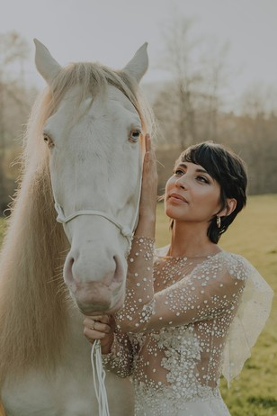equestrian wedding pose ideas