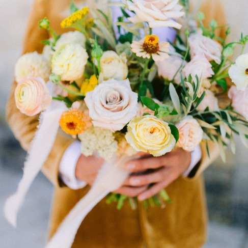 https://www.weddingchicks.com/blog/stunning-garden-boho-wedding-inspiration-l-18136-l-41.html