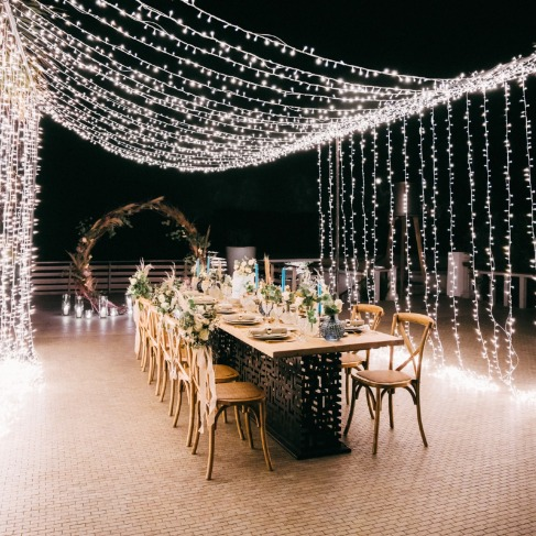 https://www.weddingchicks.com/blog/how-to-have-a-boho-summer-beach-wedding-in-greece-l-18135-l-41.html