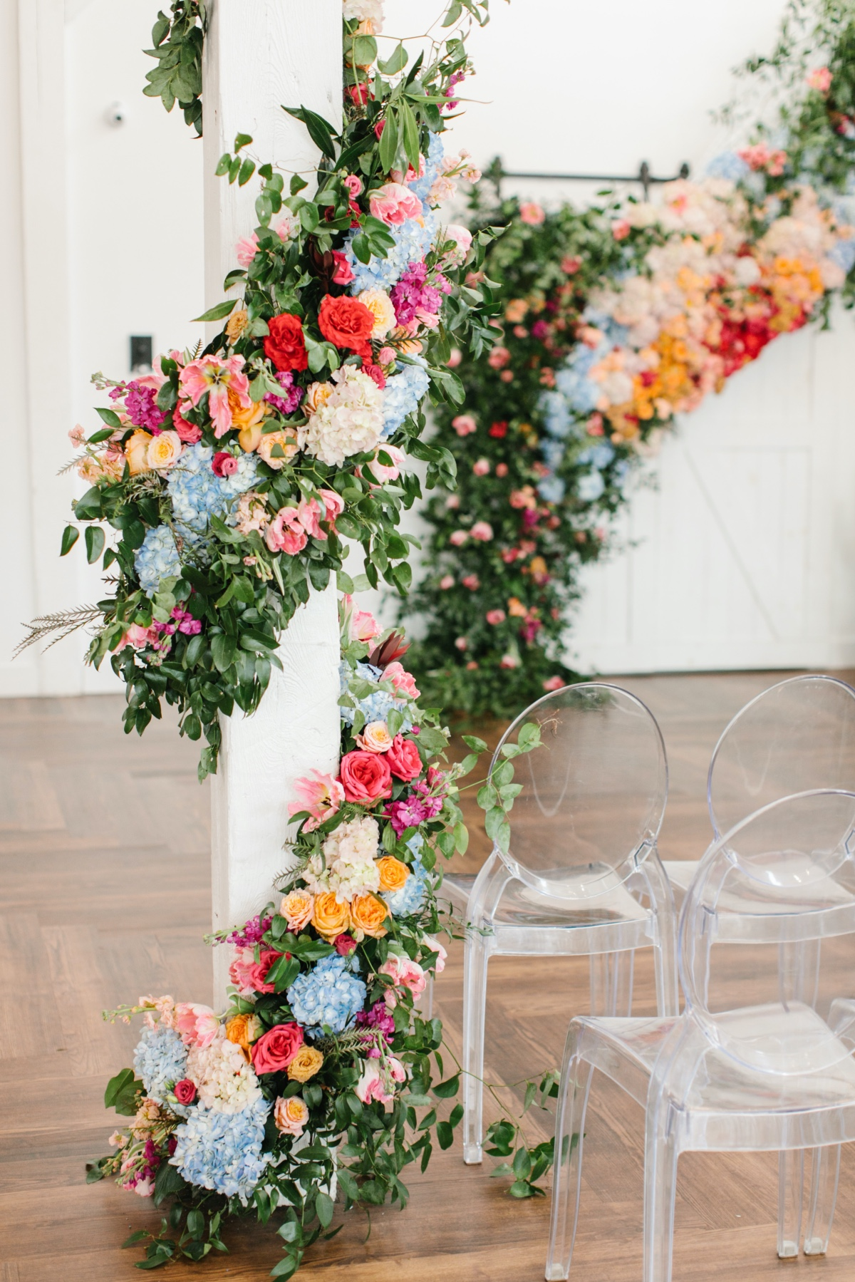 how to decorate pillars with florals