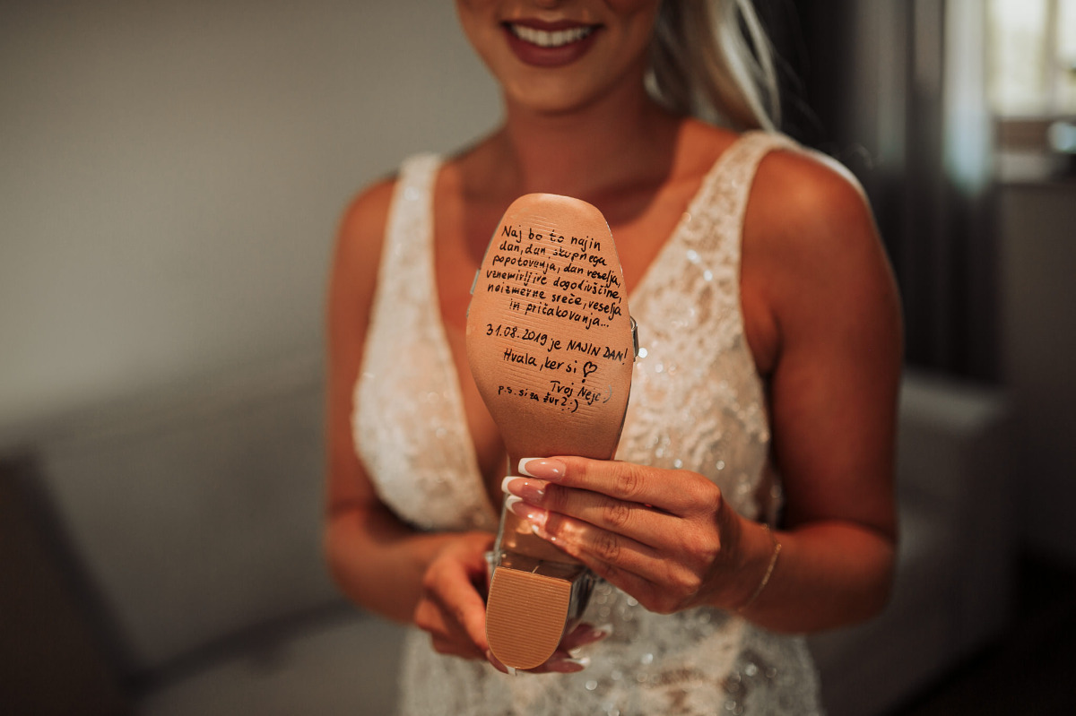 groom wrote on bride's shoe