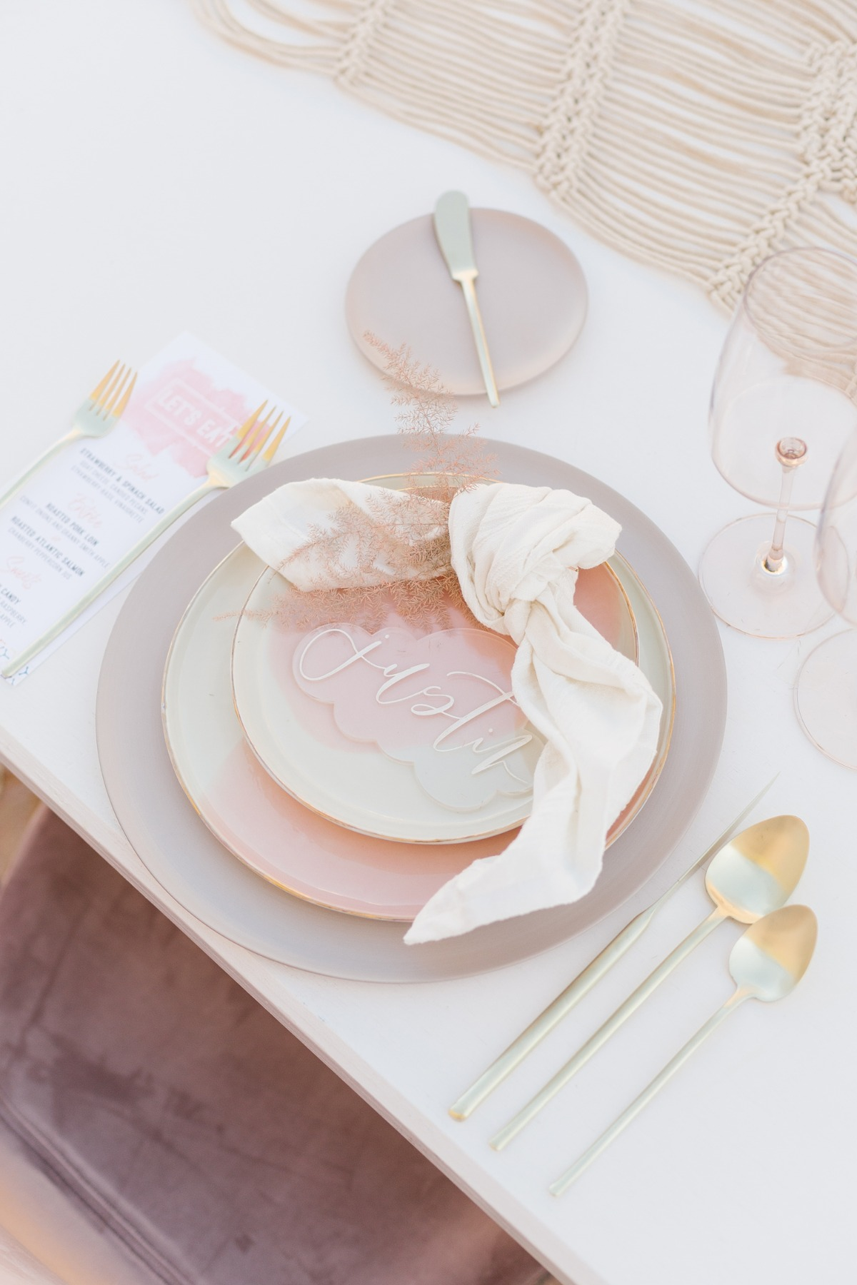 pink and gold wedding table decor