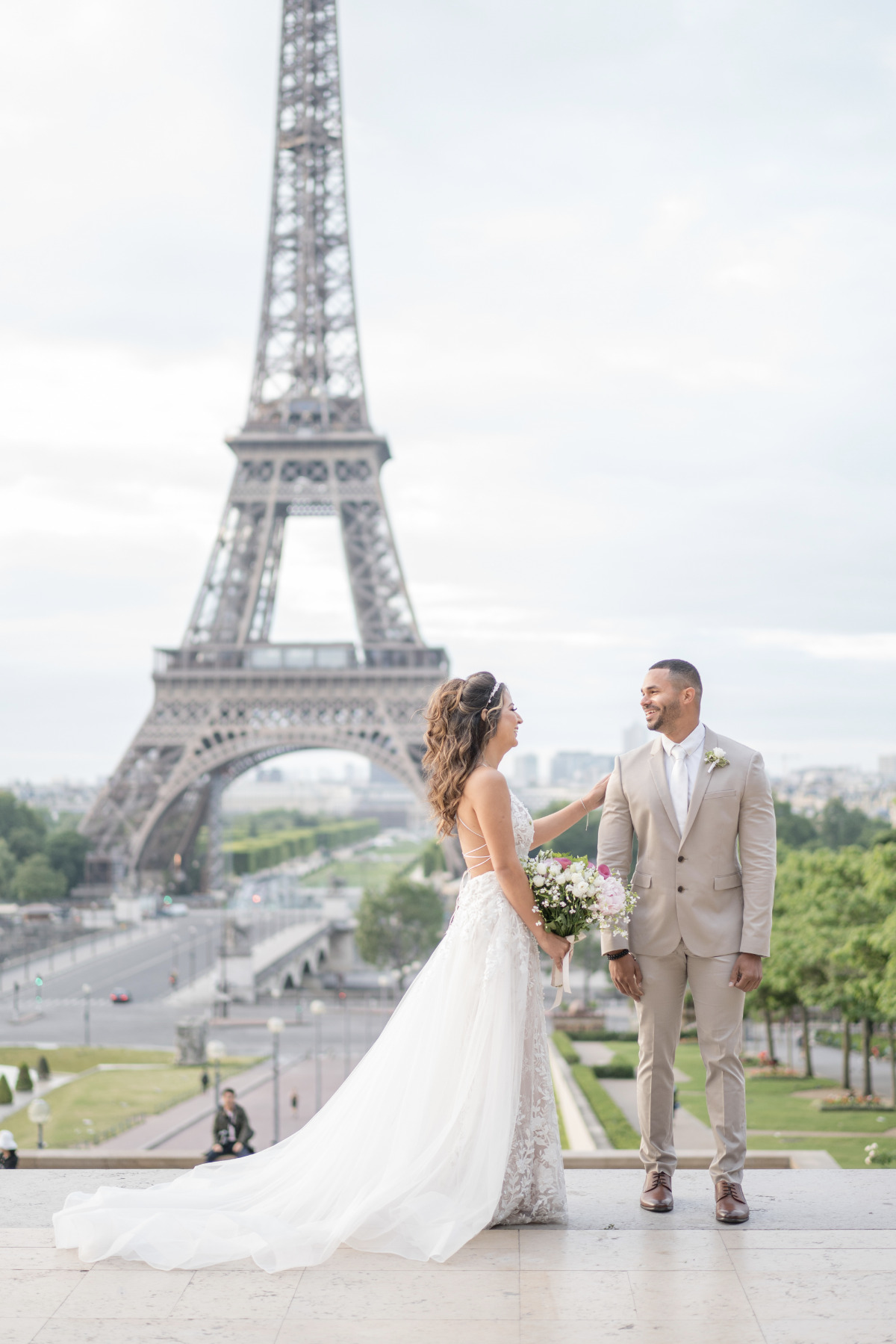 sunrise elopement in front of the the Eiffel Tower
