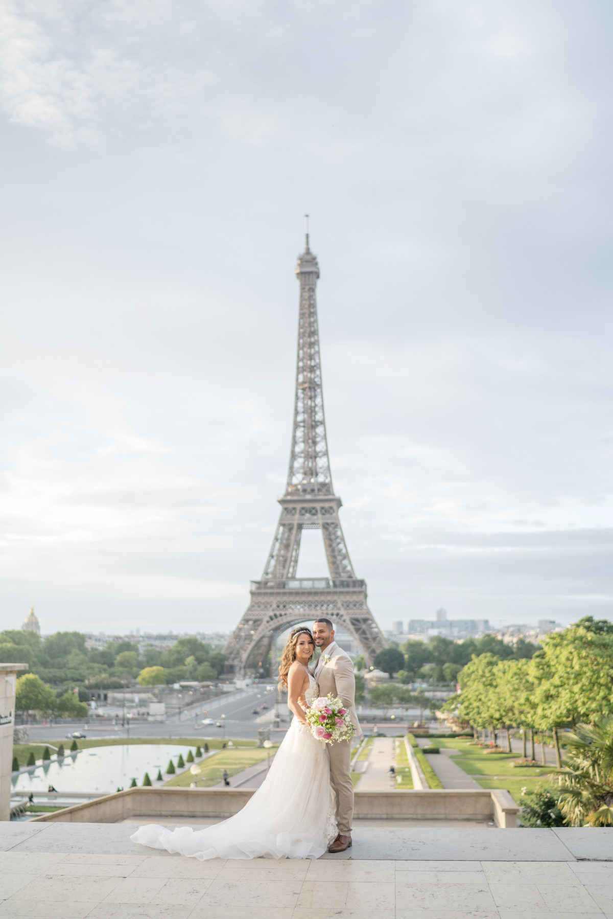 Paris wedding in front of the Eiffel Tower