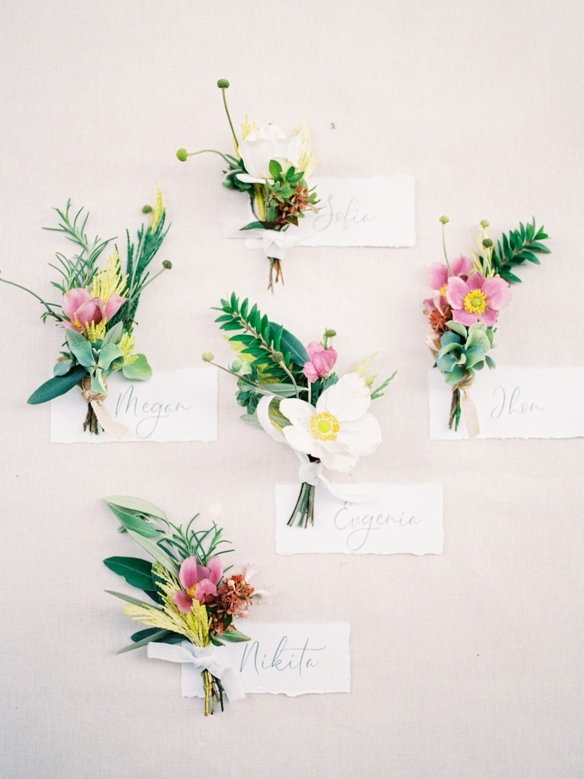 mini bouquets used for escort cards